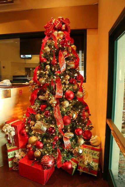 赤オーナメントクリスマスツリー