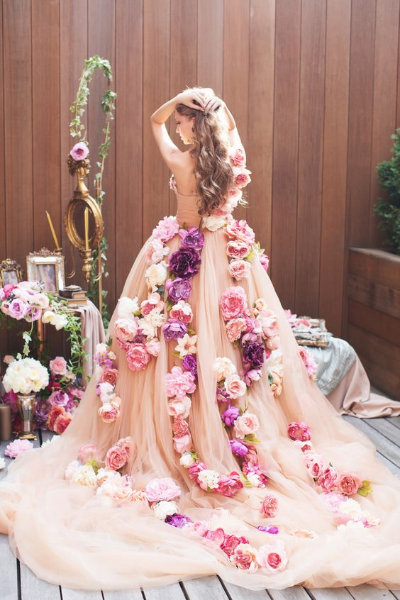 フラワーウェディングドレス