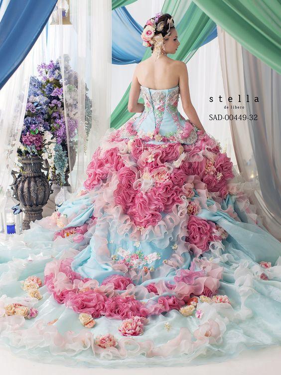 4フラワーウェディングドレス