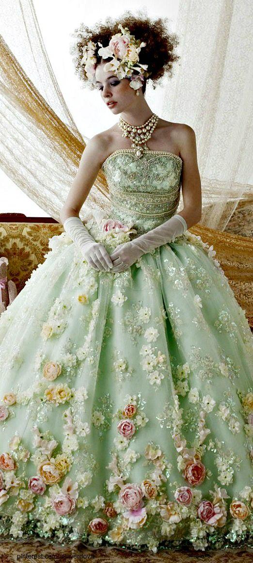 5フラワーウェディングドレス